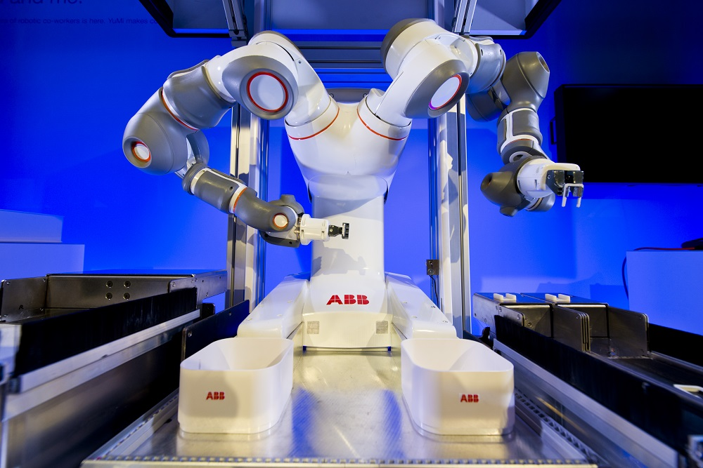 YuMi+is+the+world's+first+truly+collaborative+robot.jpg