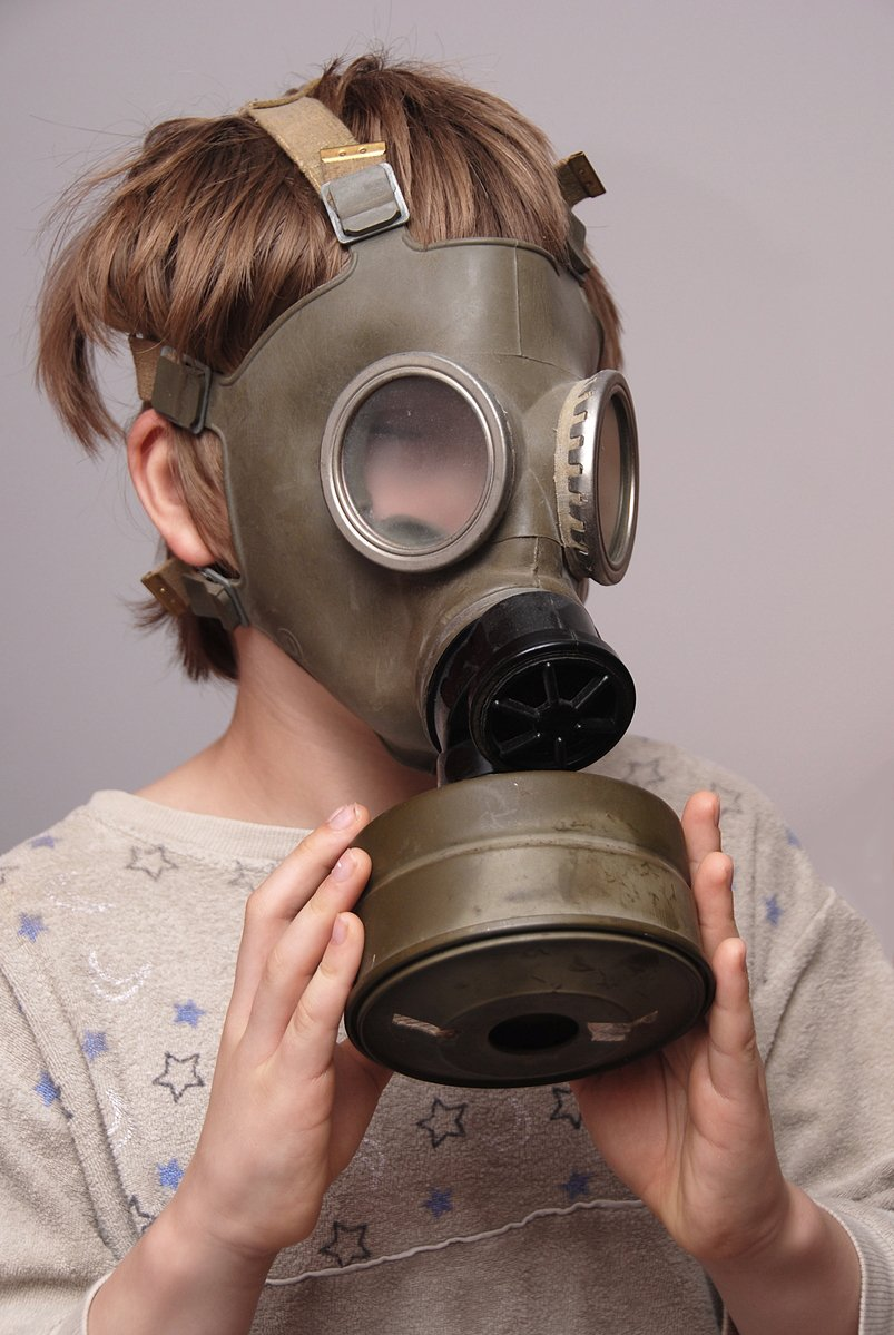 boy-in-the-soviet-gas-mask-4-1306632.jpg