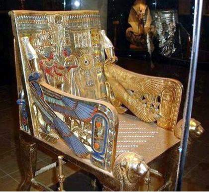 Tutanhamon trónja