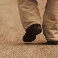 Az elhízás és a krónikus derékfájdalom hatása a járásmódra