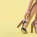 Mi történik a testével, amikor magas sarkúba kényszeríti a lábát?