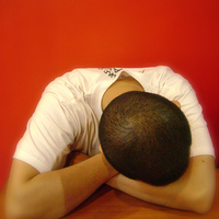 Az álmatlanság (inszomnia) és a derékfájdalom összefüggése
