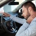 Hogyan üljünk az autóban, hogy ne fájjon a hátunk?