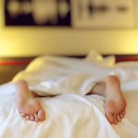 Miért rángatózunk elalvás előtt?