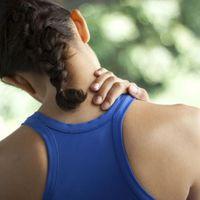 Fáj, beállt a nyaka? 8 egyszerű megoldás a leggyakoribb kiváltó okokra!