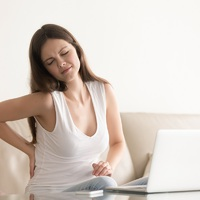 Tippek, hogy a laptopozás ne ártson a gerincnek