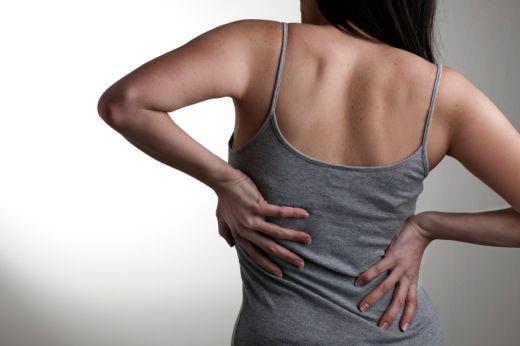 Hátfájás oka és tünetei - Dr. Podlovics Ágota reumatológus magánrendelés