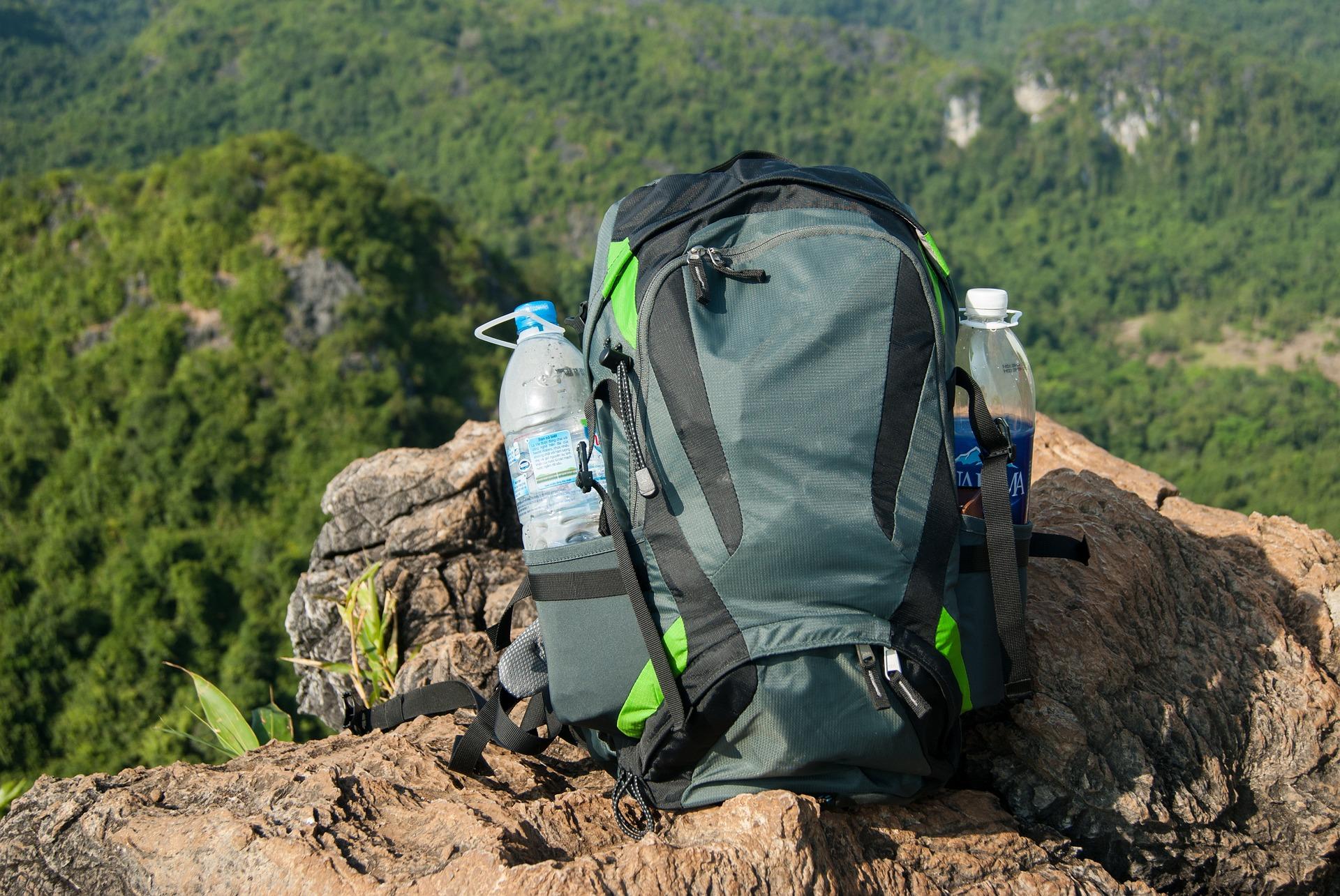 backpack-2239724_1920.jpg
