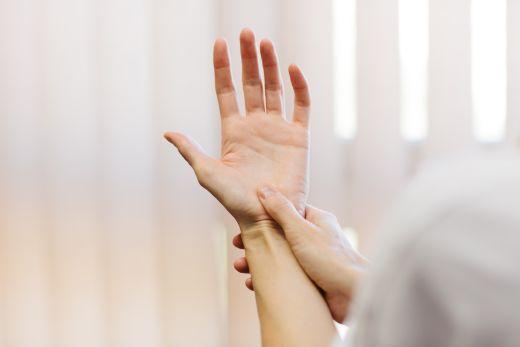 hüvelykujj alatti párna fájdalom