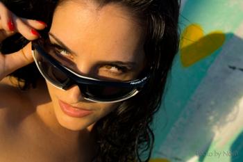 A túl laza szárú napszemüveg állandóan az orrunkra csúszva nem biztosít  megfelelő védelmet a káros sugarak ellen 8aa5100907