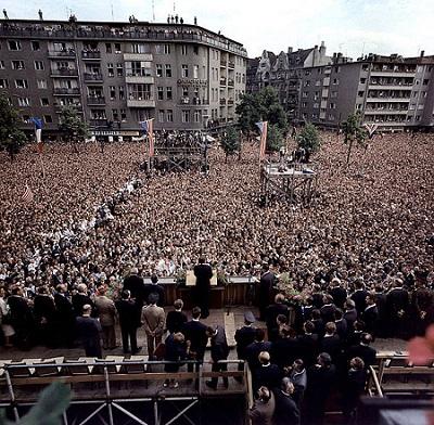 610px-JFK_speech_lch_bin_ein_berliner_1.jpg