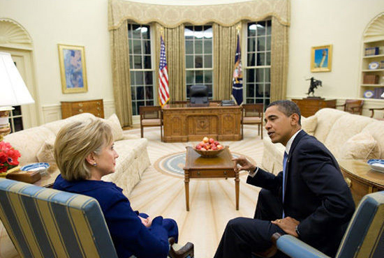 Barack_Obama_and_Hillary_Clinton_in_the_Oval_Office.jpg