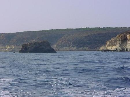 Lampedusa_coast_line.jpg