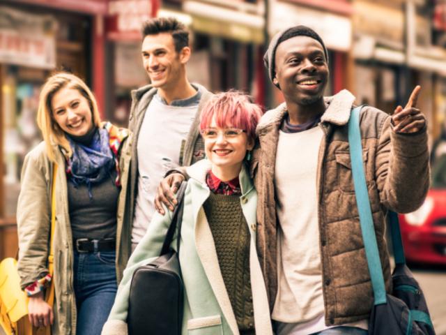 Nő a fiatalok között a bizalmatlanság a jövő és a demokrácia iránt