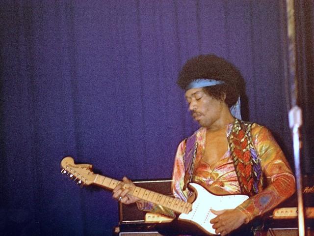 Miért volt Jimi Hendrix minden idők legbefolyásosabb gitárosa?