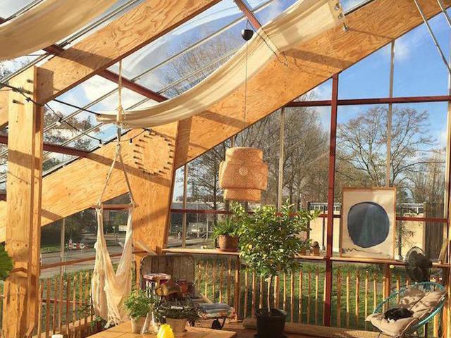 Üvegház a tetőn