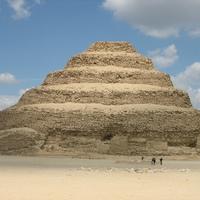 Miért hagyták abba az ókori egyiptomiak a piramisok építését?