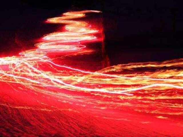 Gyorsítani és lassítani a fény sebességét