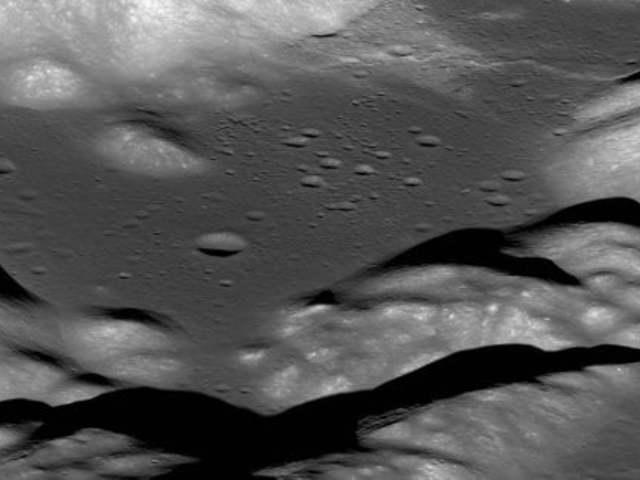 A Hold remeg és kisebb lesz