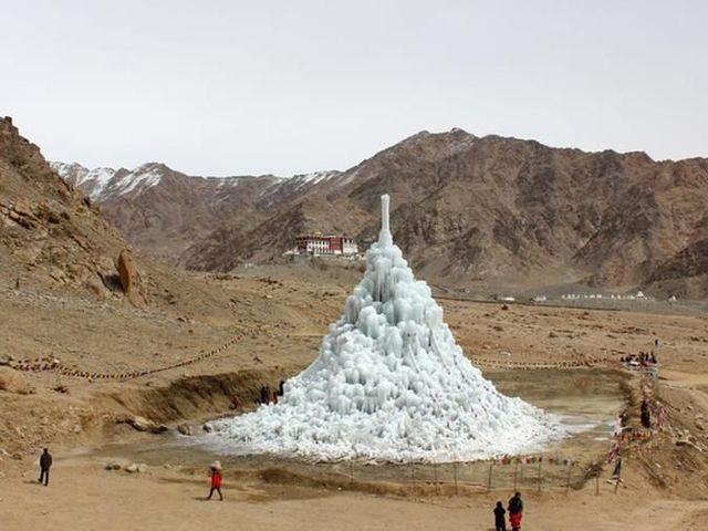 Mesterséges jég a sivatagban