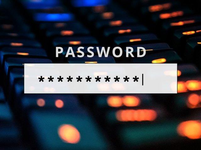 Milyen legyen a jó jelszó? Megmondja egy profi hacker