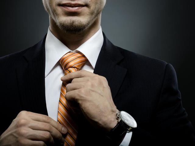 Szoros nyakkendő, rossz vérellátás az agyban