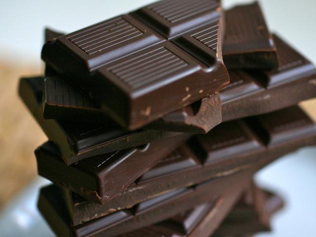 Élezzük az eszünket fekete csokoládéval!