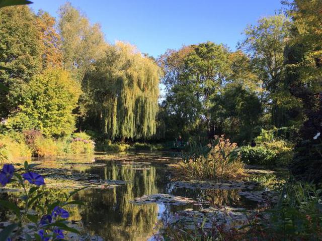 Monet virágos kertje