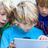 Az Apple-nek harcolnia kell a gyerekek iPhone függősége ellen