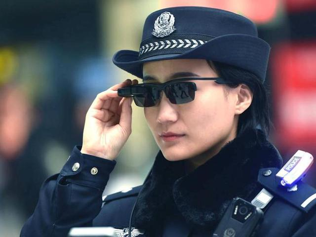 Arcfelismerő szemüveget kap a kínai rendőrség