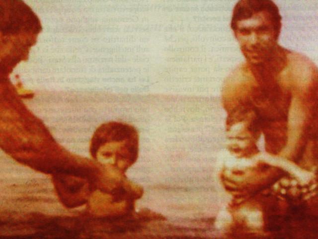 Békésnek látszó családi fénykép