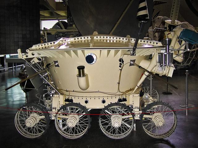 Egy rover viszontagságai a Holdon