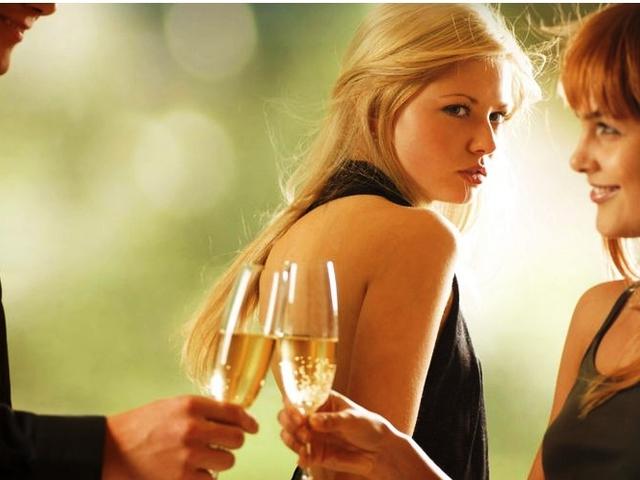 Miért tetszik jobban a nőknek egy már elkötelezett férfi?