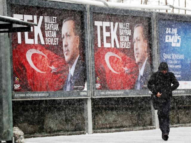 Lehet-e a demokrácia a diktatúra előszobája?