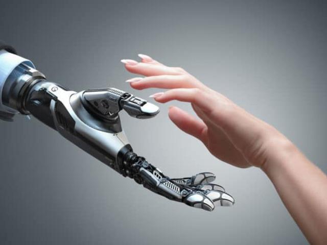 Jön a robot, amely tapintással tanul és a tárgyak nézésével érzékel