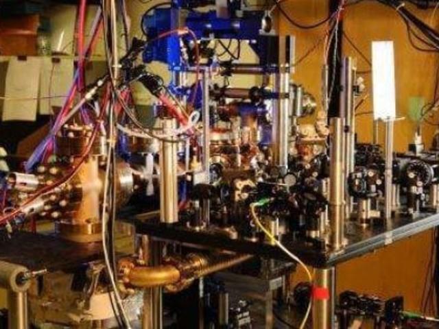 Gravitációt mérnek az új atomórák