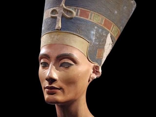 Nefertiti mellszobrának színei az orvostudomány szolgálatában
