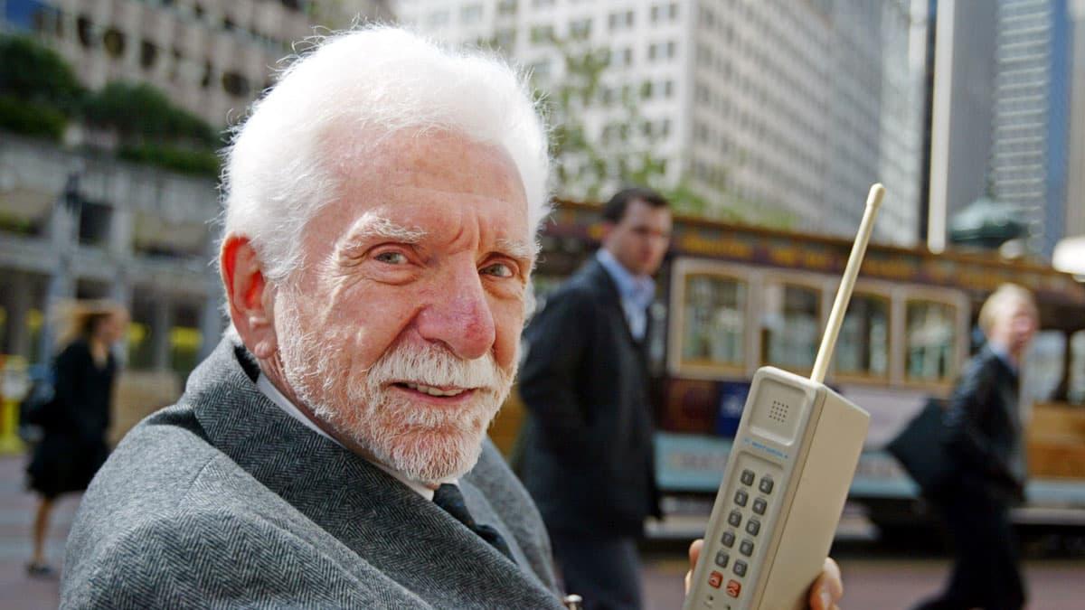 45 éve szólalt meg először a mobiltelefon