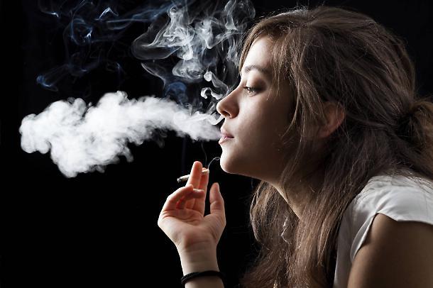 1500830779669_jpg--uomini_e_donne_fumano_uguale_tra_i_giovani_sono_piu_le_fumatrici.jpg