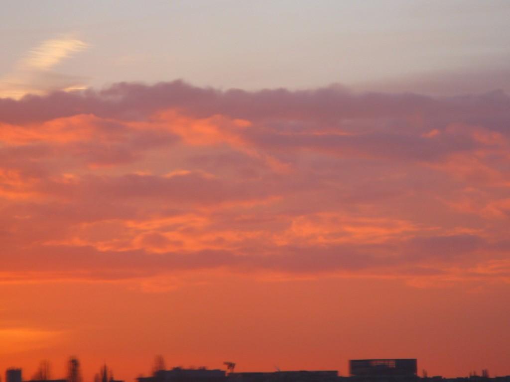 """""""Piros az ég alja, aligha szél nem lesz"""""""
