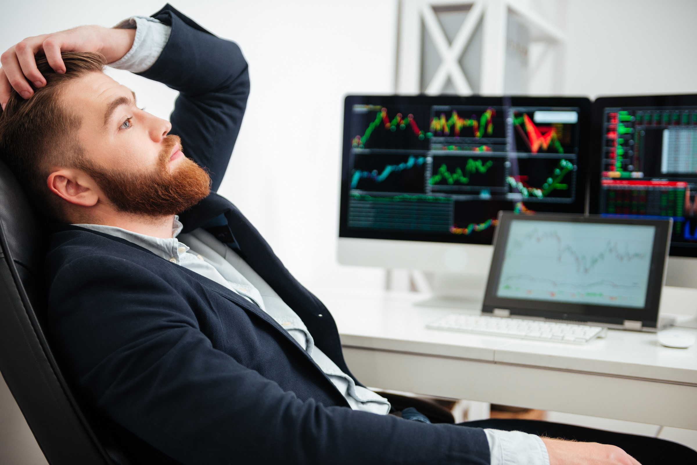 5dd5b83d63da2ce9d9e74fb0_graphicstock-stressed-tired-young-businessman-sitting-and-thinking-at-workplace-in-office_b8fabu7_3l.jpg