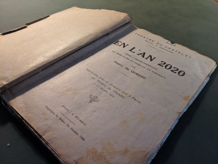 Hogyan képzelték el 2020-at egy 100 évvel ezelőtti színdarabban?