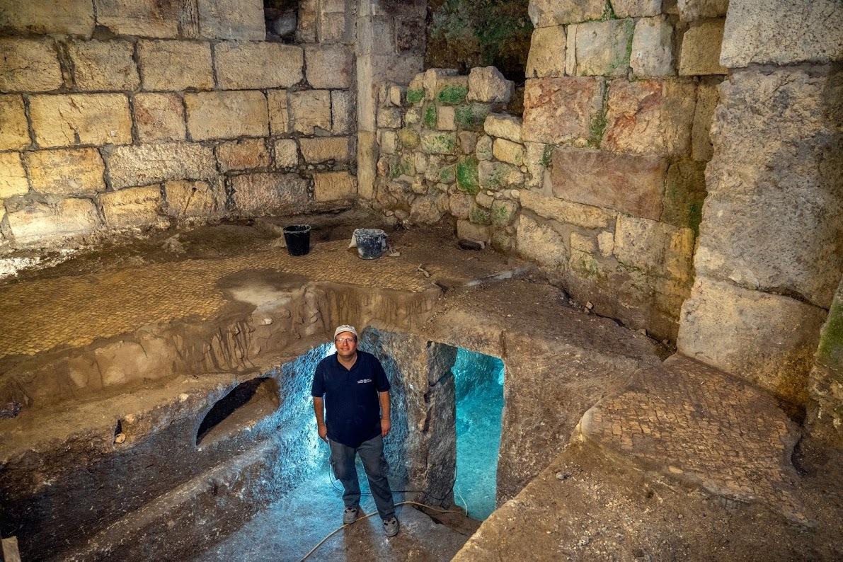 7_dr_-barak-monnickendam-givon-at-the-subterranean-system_-yaniv-berman-israel-antiquities-authority.jpg