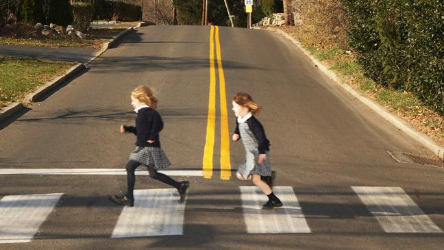 children-crossing-road-136395986460403901-150205160620.jpg