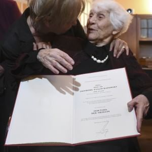102 évesen doktorált az áldozatokért