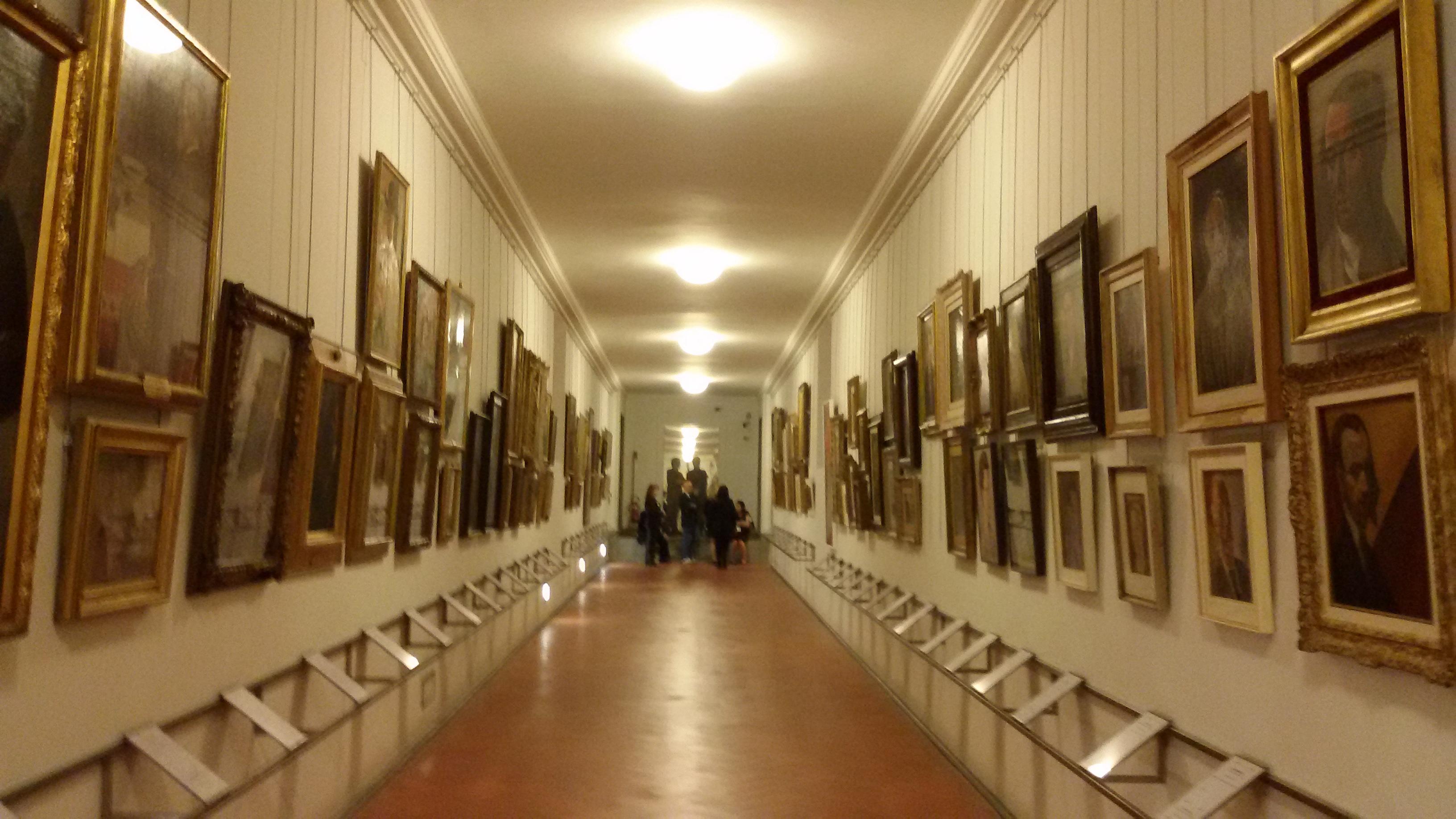 inside_view_of_the_vasari_corridor_corridoio_vasariano_in_florence_italy_4.jpg