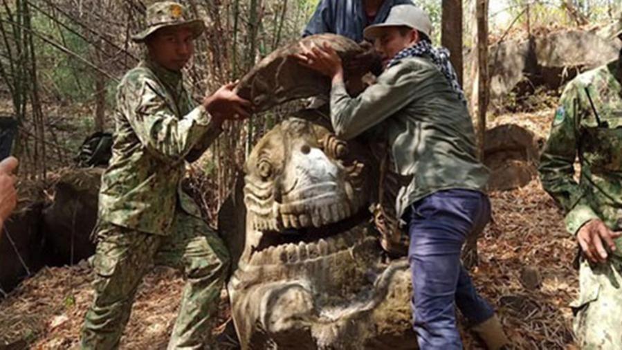 Mitológiai sárkány egy kambodzsai erdőben