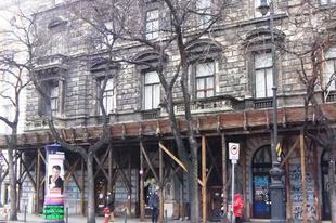 Üdvözlünk a Golyószórta falak oldalon, Budapest 6. kerületében!