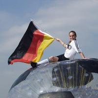 Deutschland, Deutschland über dem Ball ...