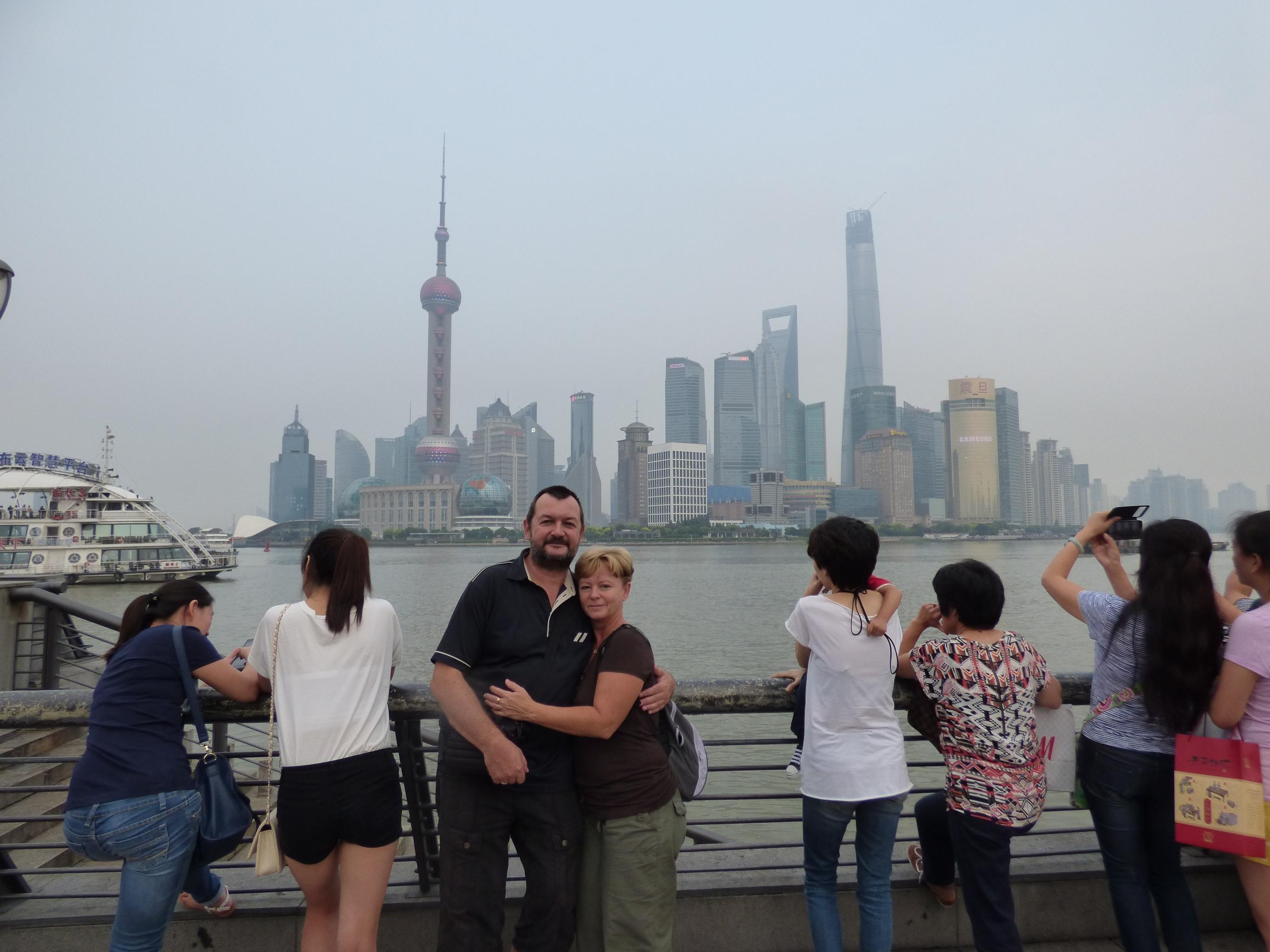 f86038db98 ... hogy Európa vagy az USA bármely helyén lehetne, ha nem tudod, hogy  Kínába vagy, akkor ezekről a képekről rá nem jönnél. Érdekes, hogy a város  tele van ...
